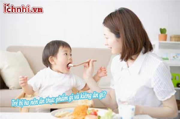 Trẻ bị ho nên ăn thực phẩm gì và kiêng ăn gì?