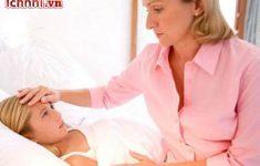 Trẻ bị sốt siêu vi kéo dài phải làm sao? Mẹ cần nắm điều gì?1
