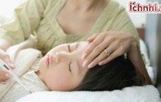 Cách chăm sóc trẻ bị sốt siêu vi trùng tại nhà1