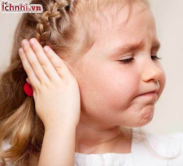 Biểu hiện, dấu hiệu nhận biết trẻ bị viêm tai giữa