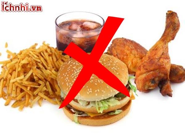 7.Trẻ bị viêm họng kiêng ăn gì?
