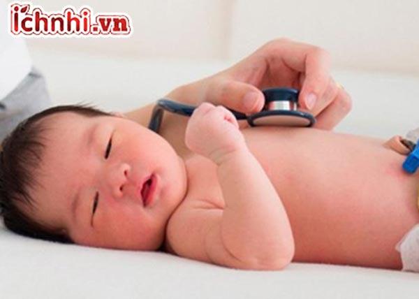 Triệu chứng, biểu hiện, dấu hiệu nhận biết trẻ bị viêm phổi