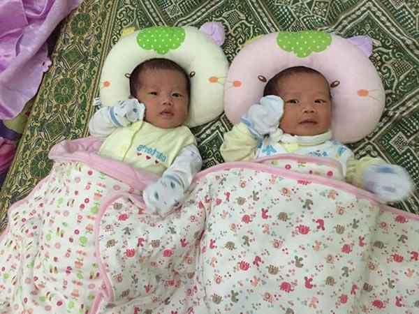 Mẹ Lan Phương chia sẻ mẹo trị sổ mũi cho 2 bé song sinh 5 tuần tuổi