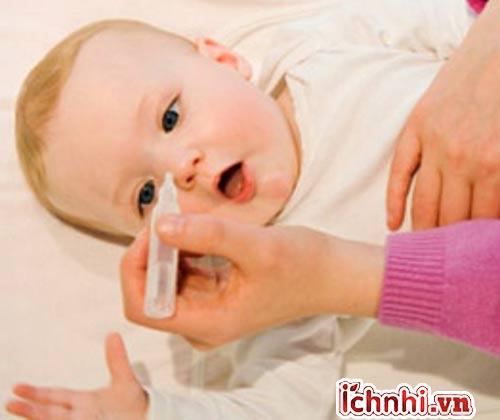 Những việc cần làm khi trẻ bị ngạt, sổ mũi
