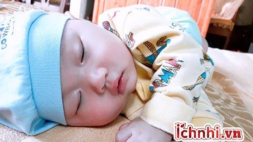 Cách chữa ngạt mũi cho bé khi ngủ hiệu quả, ít ai biết