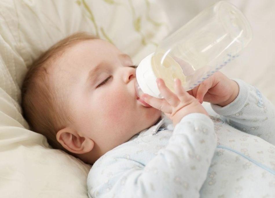 cung cấp đủ nước cho bé