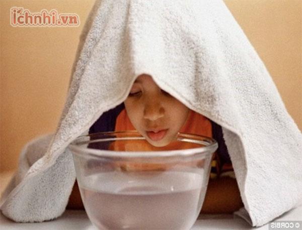 Xông hơi là bí quyết trị ngạt mũi cho trẻ tuyệt vời