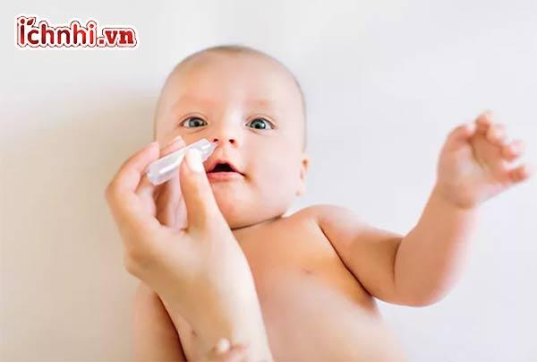 Trẻ 6 tháng bị sổ mũi phải làm sao? Uống thuốc gì nhanh khỏi2