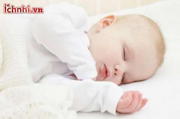 Trẻ sơ sinh bị ngạt mũi có được tắm không?`1