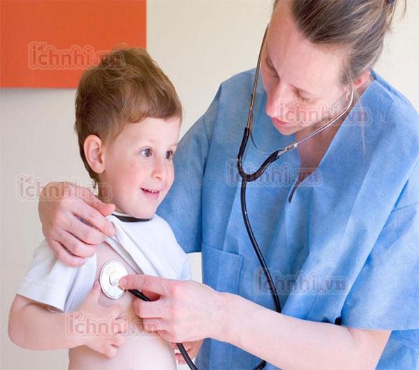 Bệnh viêm phế quản ở trẻ sơ sinh: Ba mẹ không nên coi thường!