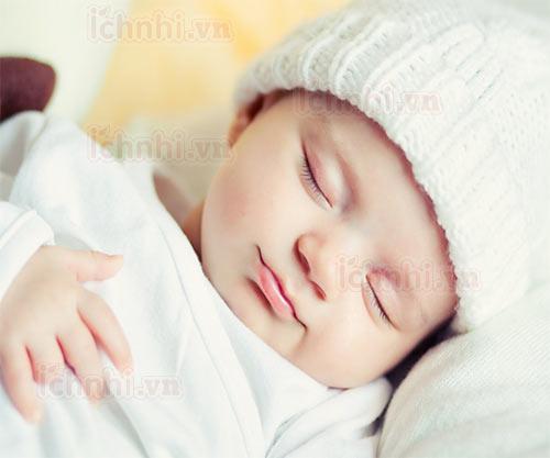 Nguyên nhân trẻ sơ sinh bị sổ mũi và những sai lầm của mẹ