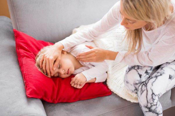 Trẻ bị nóng đầu nhưng không sốt thì phải làm sao?