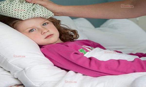 Làm gì khi trẻ bị sốt cao về đêm? Nguyên nhân và cách xử lý1