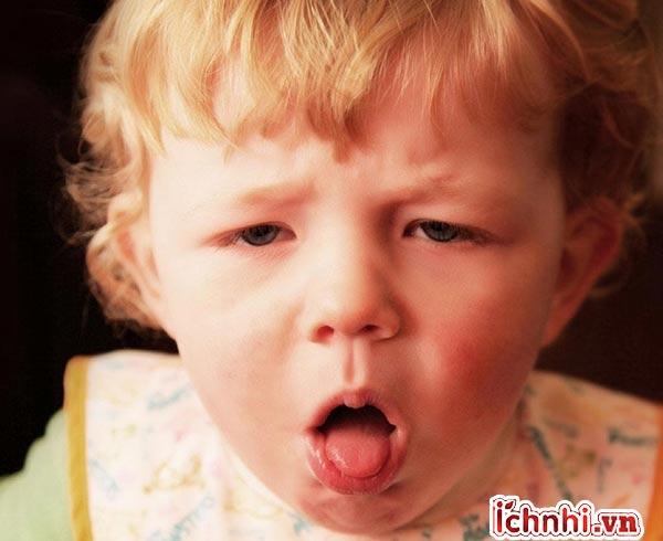 Trẻ bị sốt đi sốt lại nhiều lần trong ngày? báo hiệu bệnh gì1