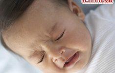 Trẻ sơ sinh bị sổ mũi nghẹt mũi phải làm sao? Bí quyết trị dứt điểm