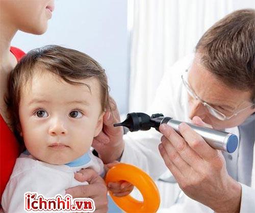 4. Cách điều trị khi bé bị viêm tai giữa xung huyết