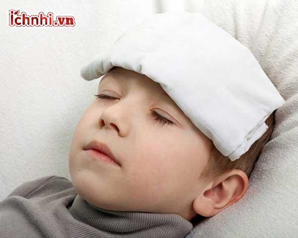 Dấu hiệu và Cách chườm ấm cho trẻ bị sốt hiệu quả ít ai biết2