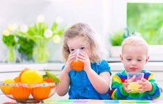 Nên cho trẻ ăn gì khi bị sốt là tốt nhất ? Kinh nghiệm mẹ nên biết