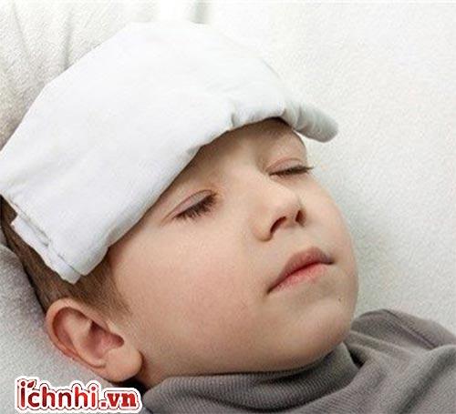 Cách xử trí nhanh khi trẻ bị sốt
