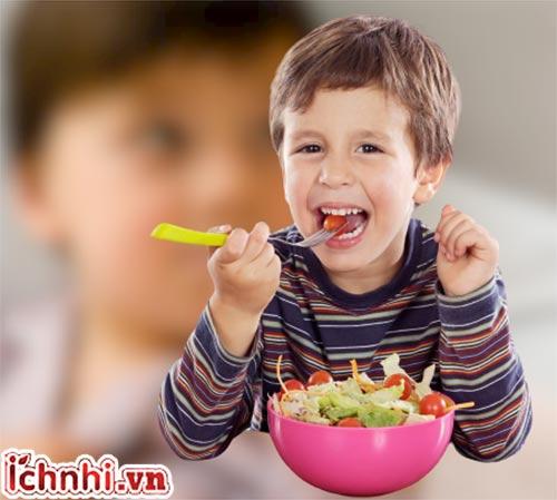 Trẻ 2 tuổi bị sốt nên ăn uống gì nhanh khỏi bệnh?