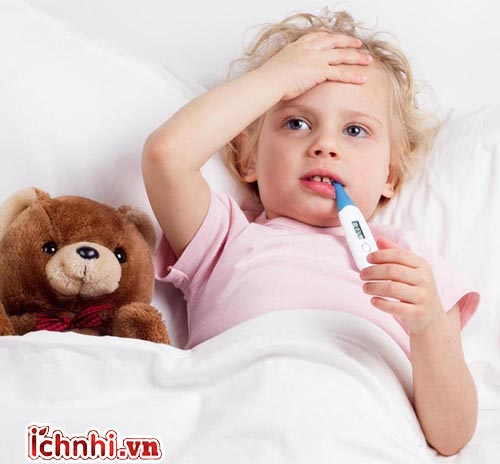 3. Trẻ 2 tuổi bị sốt nên kiêng ăn gì?