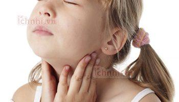 Nguyên nhân triệu chứng &cách điều trị viêm họng cấp ở trẻ em1