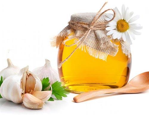 Tỏi và mật ong trị ho sổ mũi cho trẻ 2 tuổi