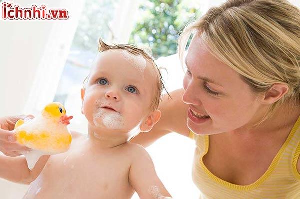 Nguyên nhân, +4 điều mẹ cần biết khi trẻ bị sổ mũi nghẹt mũi1