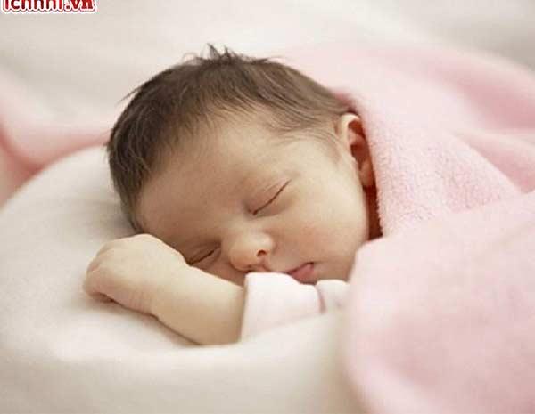Trẻ sơ sinh bị cảm lạnh có nên tắm không? Kinh nghiệm cho mẹ1
