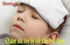 Chăm sóc trẻ bị sốt khi trời lạnh3