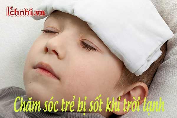 Chăm sóc trẻ bị sốt khi trời lạnh