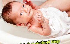 Khi trẻ bị sốt có nên tắm gội không? Chuyên gia tư vấn2