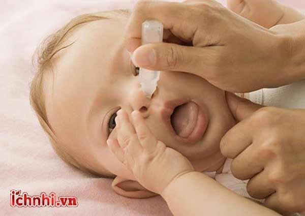 Trẻ bị khô mũi họng, dễ ốm khi thời tiết thay đổi phải làm sao2