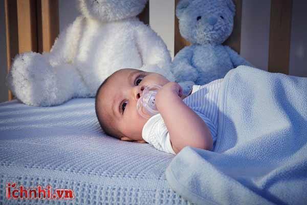 6 sai lầm mẹ hay mắc phải khi chăm sóc bé vào mùa lạnh2