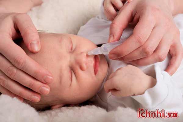 Trẻ sơ sinh sổ mũi, nghẹt mũi làm thế nào để con ngủ ngon2
