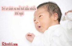 Trẻ sơ sinh ra mồ hôi đầu khi ngủ