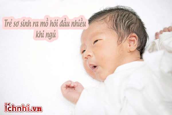 Tại sao trẻ sơ sinh ra mồ hôi đầu nhiều khi ngủ?