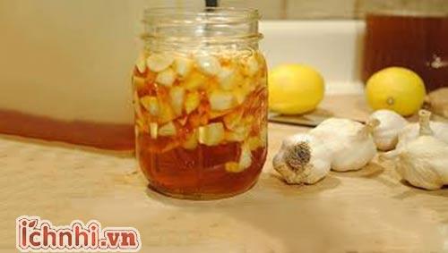 Công dụng bất ngờ từ hỗn hợp mật ong tỏi chanh