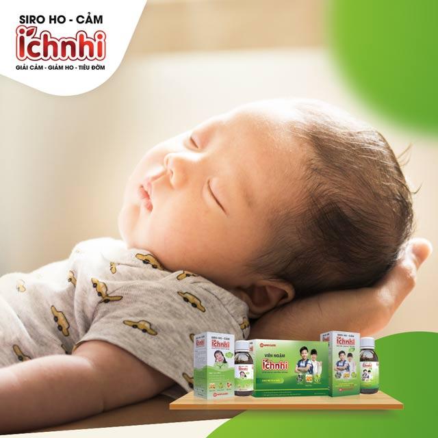 Trẻ sơ sinh bị ho và nghẹt mũi do ngủ điều hòa, mẹ cần làm gì?