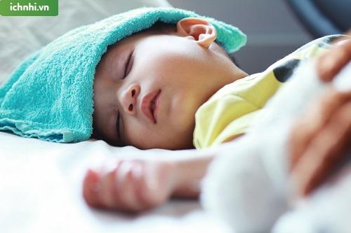 2. Các cách xử lý khi trẻ sơ sinh bị sốt hiệu quả tại nhà