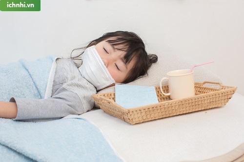 Bé sơ sinh ho và sốt phải làm sao? Cách xử lý thế nào?