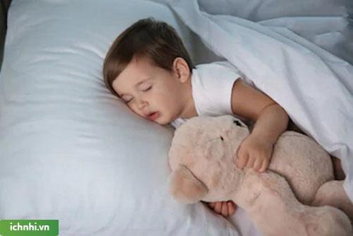 Cách điều trị cho trẻ khi bị nghẹt một bên mũi luân phiên
