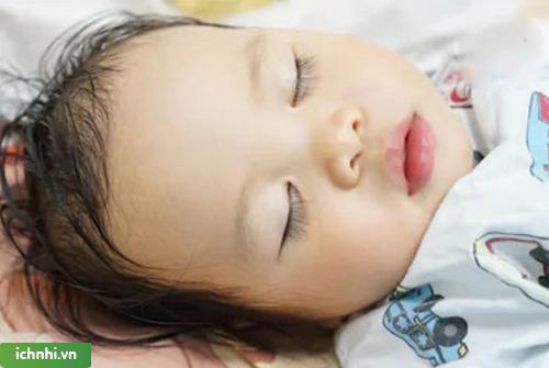 Những dấu hiệu nhận biết nghẹt mũi ở trẻ